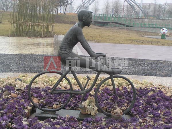 世纪广场:《自行车》