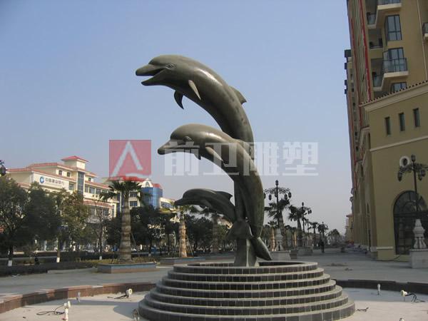 马山圣园:《海豚》